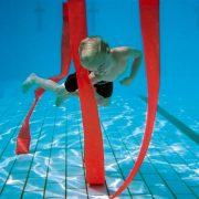 Slalomtauchbänder: neonfarbenes Tauchspiel, 8-er Set – durch Gewichte beschwert, schwebt senkrecht im Wasser